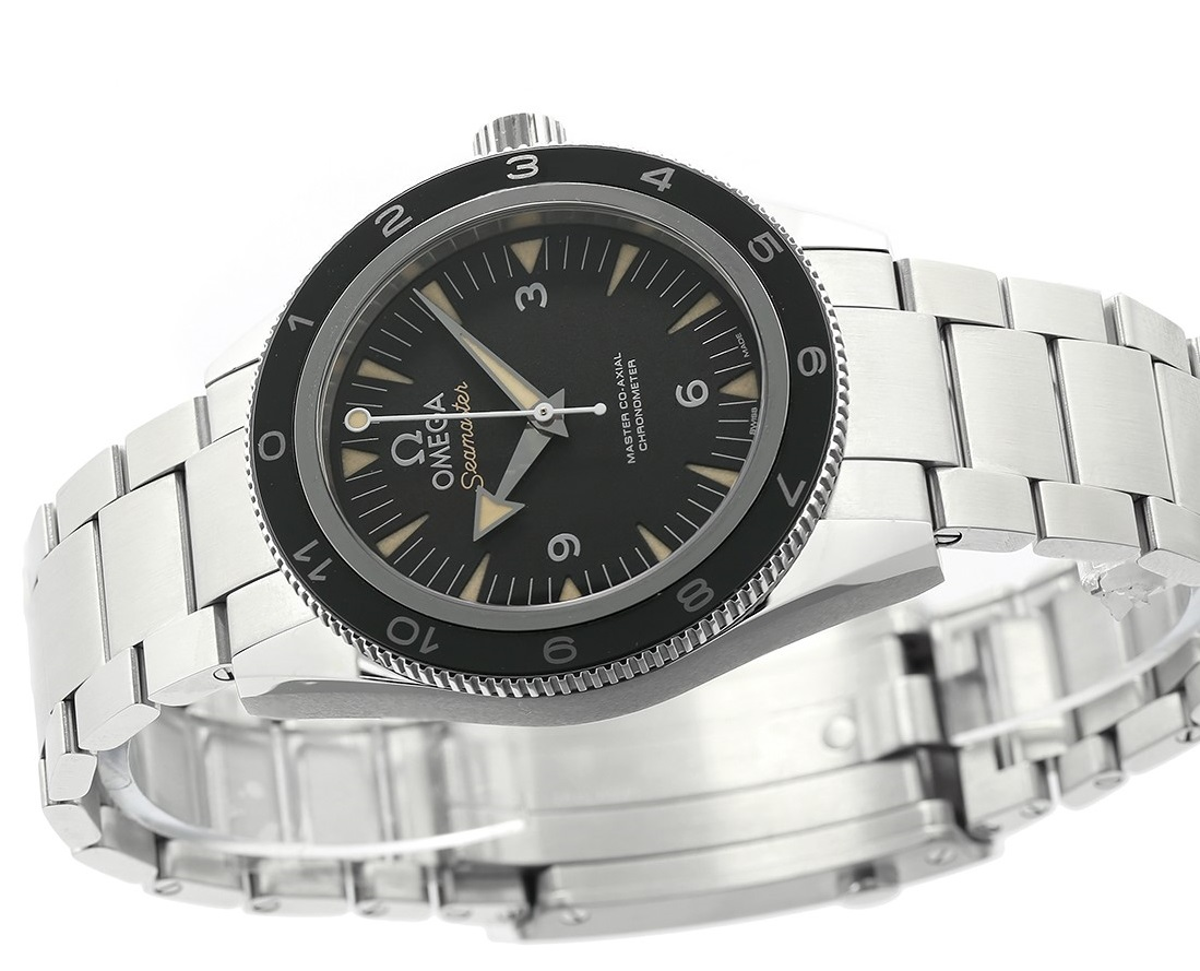 Omega-Seamaster-300-Spectre-Limited-Edition-side-EiT
