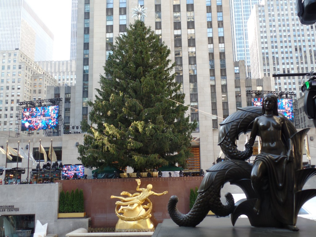 Rockefeller-Center-Christmas-Setup-Tree-Light-Show-EiT