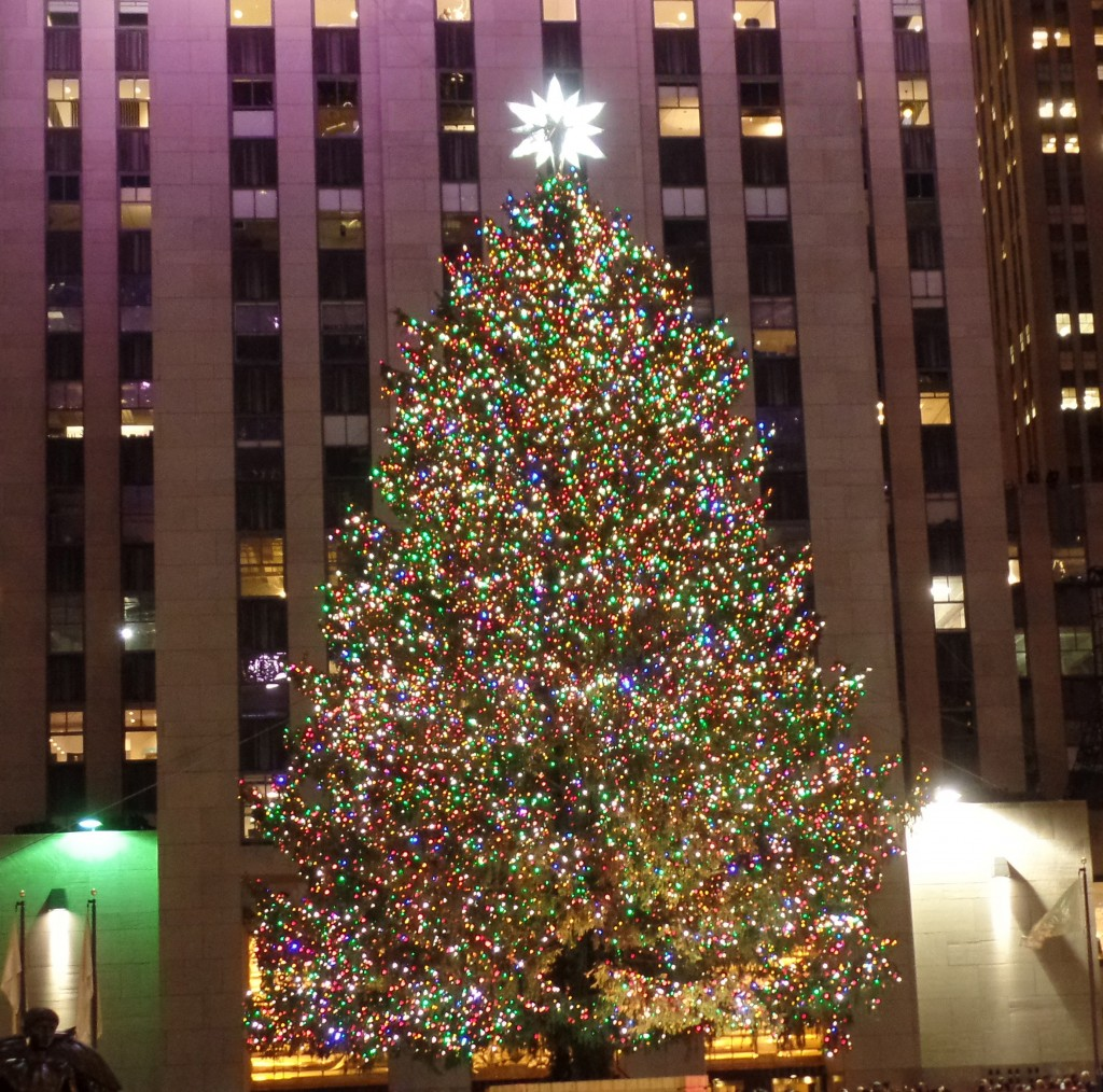 Rockefeller-Center-Christmas-Tree-Lighting-EiT