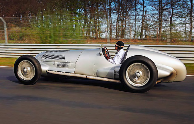 Mercedes-Benz-W125-1937-Silver-Arrow-07