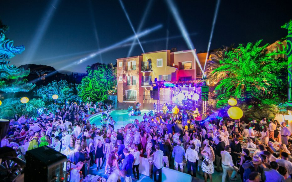 A-Birthday-in-St.-Tropez-with-Audemars-Piguet-Royal-Oak-Offshore-Hotel-Byblos-11-930x581