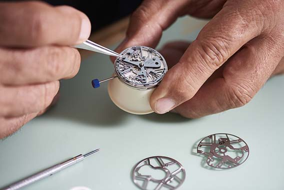 Zenith-Defy-Lab-assembly